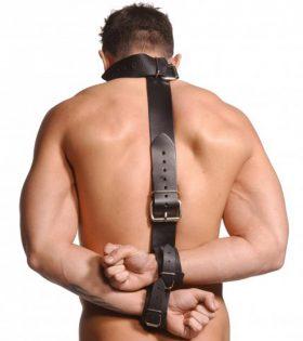 Кожен ограничител Strict Leather Neck-Wrist Restraint
